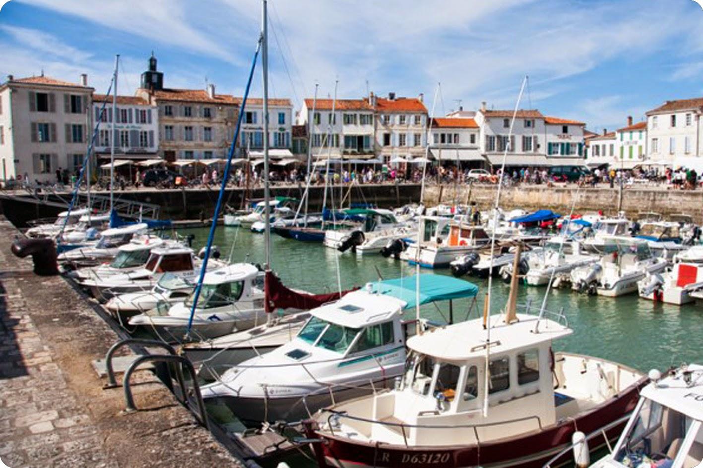 Port de La Flotte avec bateaux.