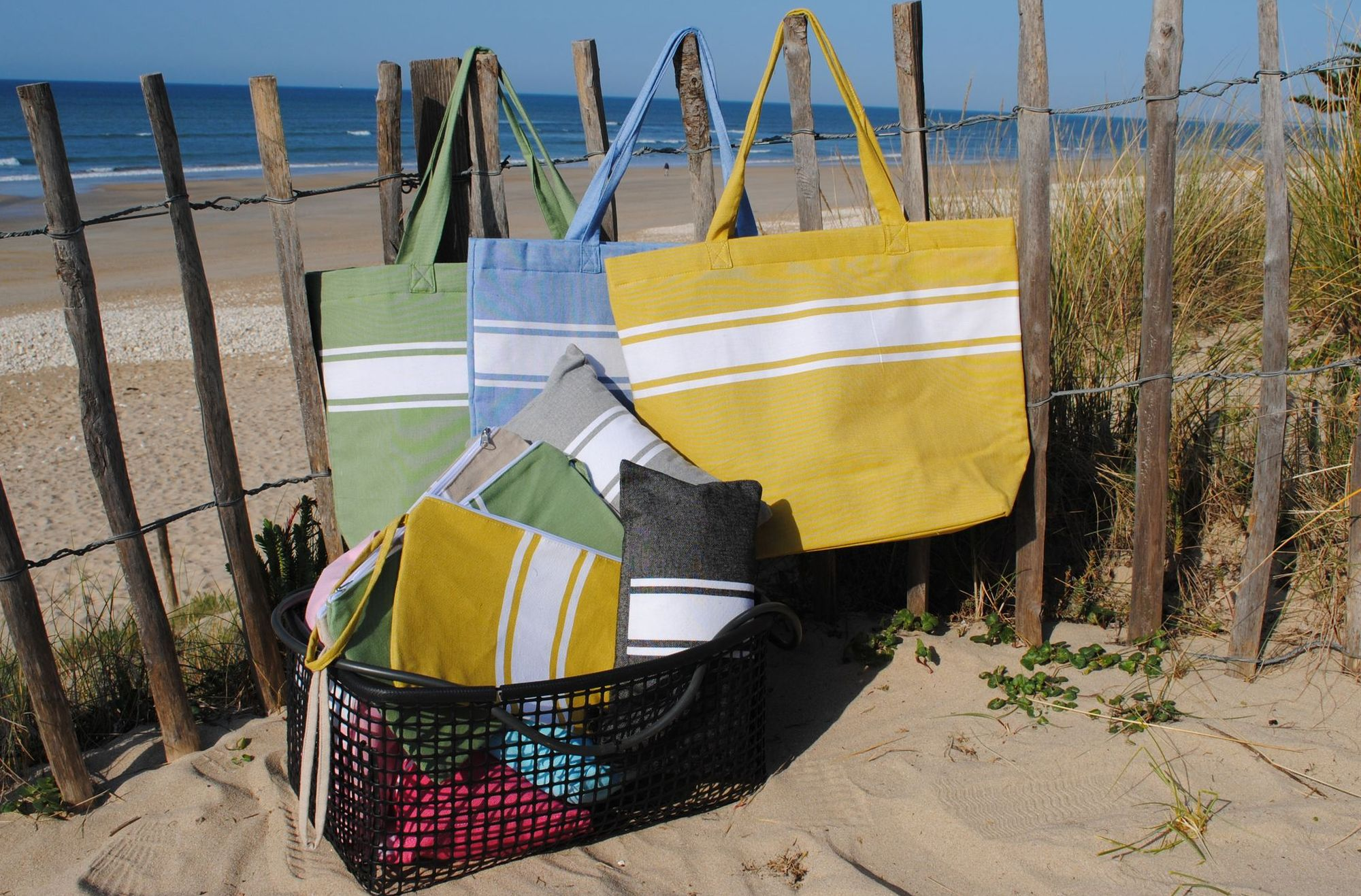 Accessoires de plage, coussin, cabas, trousse, chapeau